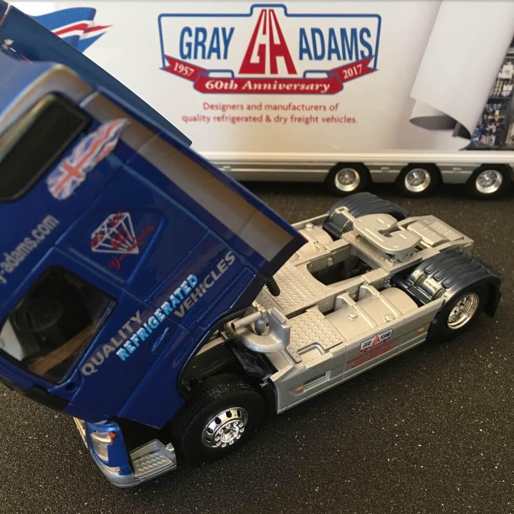 Volvo FH4 Gray & Adams