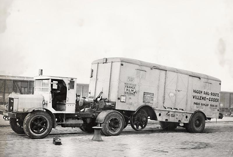Willeme-tracteur-soulevant-