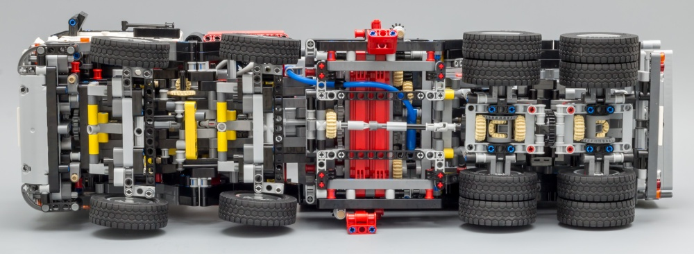 LEGO_42043_7