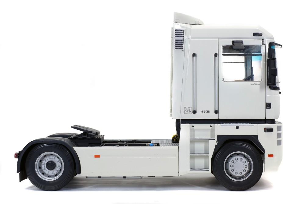 zmd1800101-renault-magnum-phase-2-blanc-04