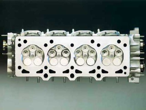 La F355 dispose de 5 soupapes par cylindre, une première pour Ferrari en 1994 !