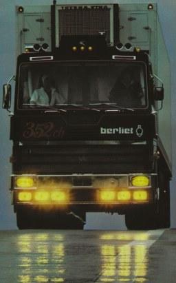Le Berliet TR fera sensation dans le magazine Lui.